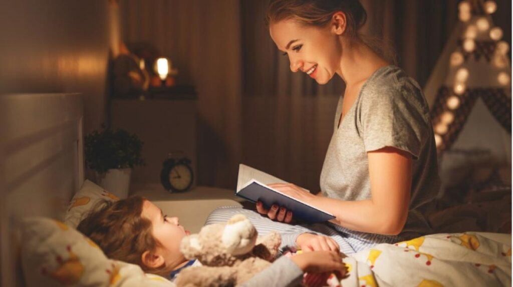 C:\Users\Zedex\Downloads\mother-and-child-reading-book-in-bed-before-going-to-sleep-picture-id965212880.jpg